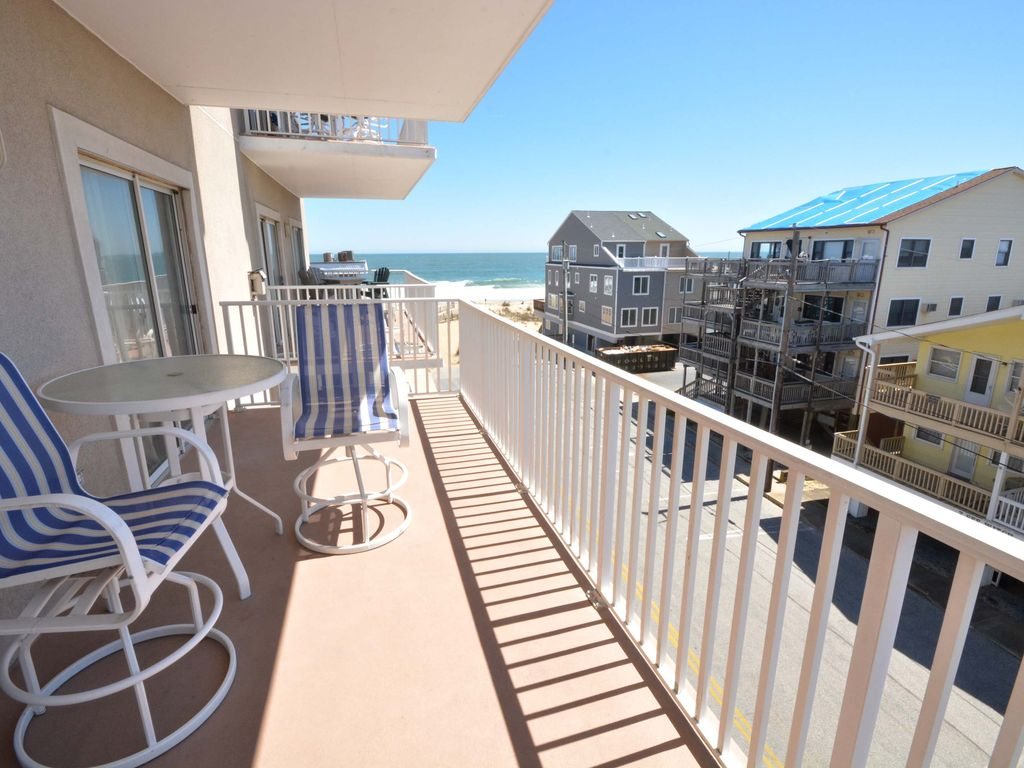 Cute, spacious 3 bedroom condo with free WiFi, partial ocean views, and adorable beach-themed trimmings located midtown on the ocean block and just a short walk to the beach!