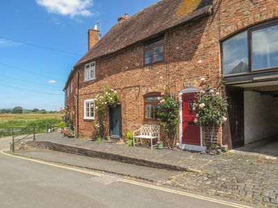 Photo for River Cottage, TEWKESBURY