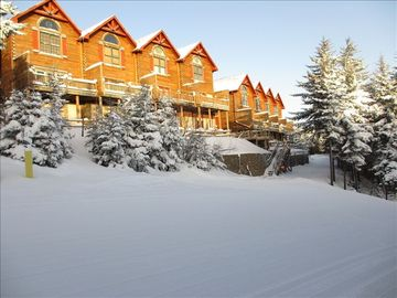 Best Loggers Run - True Ski-in/Ski-Out Sleeps 15 with pvt hot tub