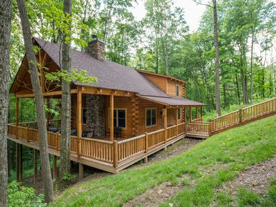 Photo for Spectacular 5 bedroom lodge just 1.5 miles from Old Man's Cave!