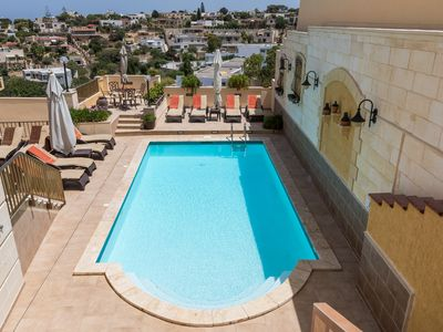 Superb villa with inviting pool and spacious outside space.Fully airconditioned.