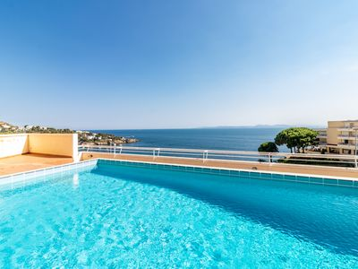 Photo for Duplex with pool and sea views