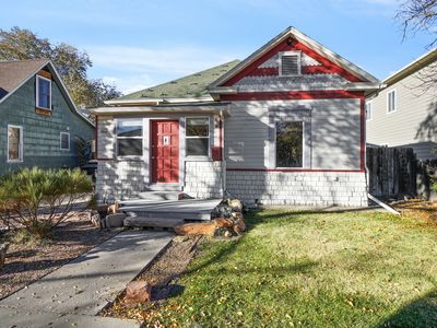 Photo for Downtown GJ House. Walking distance to golf course, restaraunts & shopping.