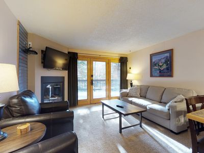 Comfy riverfront condo w/ shared pool & sauna - walk to ski lifts!