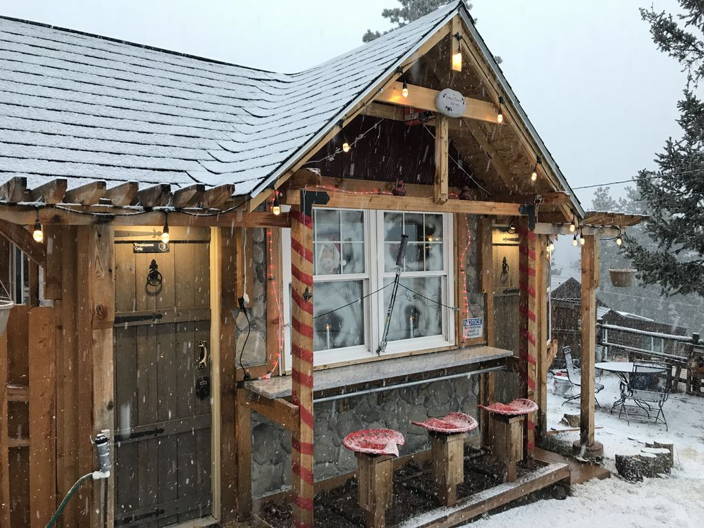 Luxurious Cabin With Gazebo Outdoor Bar Fire Pit