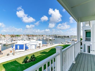 Photo for 3BR/3.5BA Townhouse w/ Hot Tub, Pool & Rooftop Deck w/ Panoramic Scenic Views