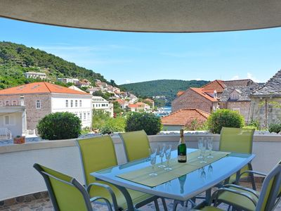 Photo for In the center of Pučišća with Internet, Air conditioning, Parking, Terrace (740022)
