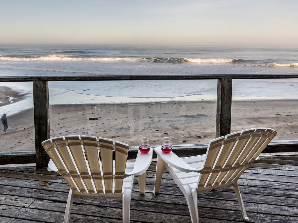 Overlooking Sand And Surf With Beach Only A Few Steps From Your Door Gleneden