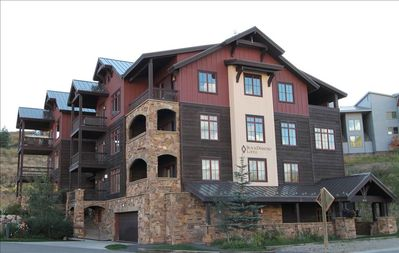 Photo for Perfect 2 BR Black Diamond Lodge unit, sleeps 6, hot tub! Across street from slopes!