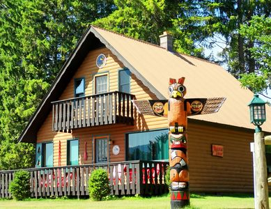 4 CHALETS TO CHOOSE FROM MAGICAL LAKE, BOATS, 9 HOLE MINI GOLF, SO MUCH MORE!