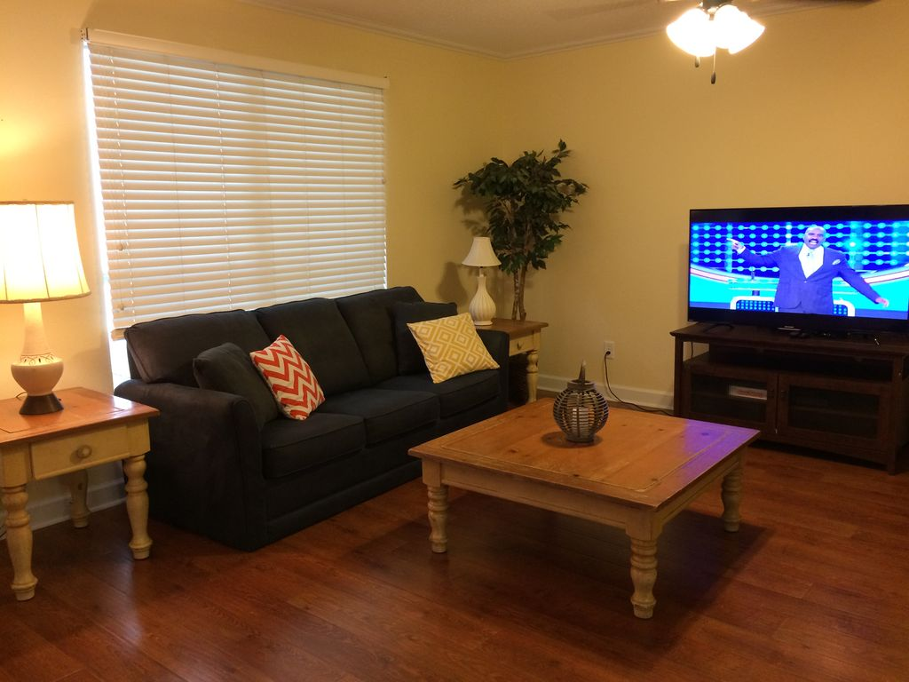 Oak glen condominiums furnished pet friendly condo with for Kid friendly fishing near me