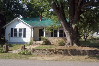 Cozy Cottage in the heart of the Hot Springs historic district, walk to town