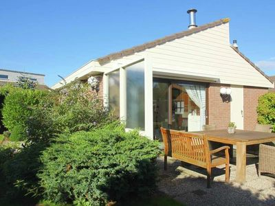 Photo for Ground-floor holiday bungalow with garden at the edge of Egmond aan den Hoef.