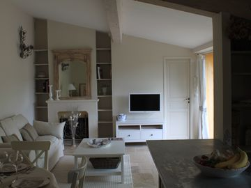 Superb air-conditioned apartment with garden, pool and parking in the center of AIX