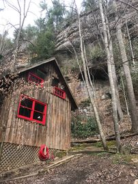 Secluded Red River Gorge Pet-Friendly Cabin on 3 acres (Serenity Falls)
