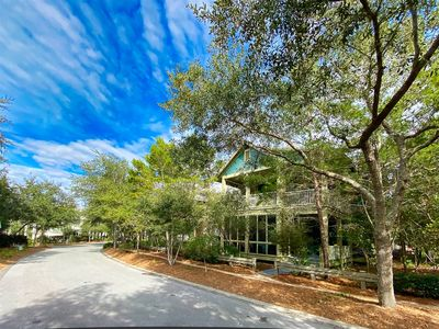 Photo for Pet Friendly 4 Bedroom Home- Two minute bike ride to the beach!