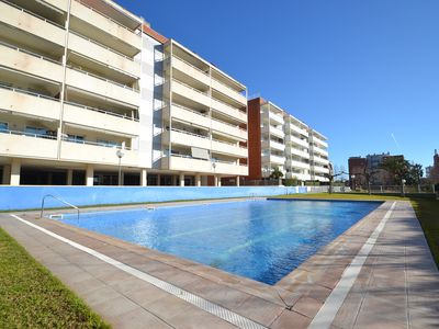Photo for ESTANYETS: Large apartment with swimming-pool, parking, wifi, air conditioning, close to the centre
