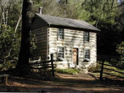 Blue ridge parkway mountain log cabin vrbo for Montebello cabin rentals