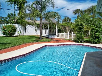 Solar heated salt water pool, privacy fenced. Lounge chairs & pool toys, floats