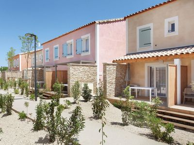 Photo for Beautiful holiday park with lovely pool in a quiet location in the Camargue.