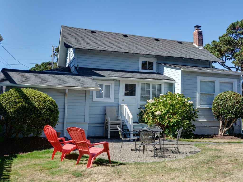 Beautiful seaside home with mother in law cottage easy for Mother in law cottage cost