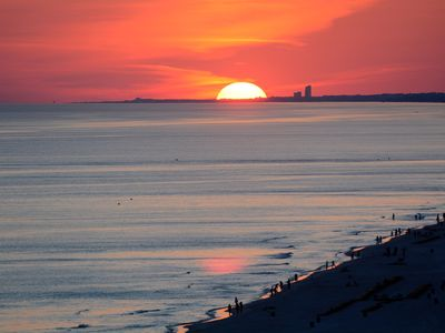 Photo for Fill the Calendar Sale!Any available week now $1250.Incls. clng & beach chairs