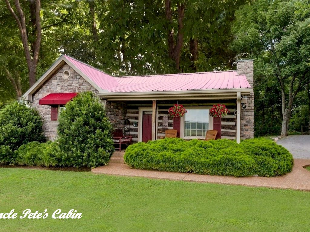 Nashville cabin kitchen wifi jacuzzi q homeaway for Cabin rentals vicino a nashville tn