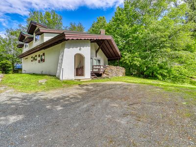 Photo for Newly remodeled charming dog-friendly home near Cannon Mountain Ski Area!