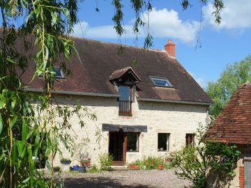 Lovely Country Cottage With Views, Pond, Garden & Terrace, set In 5 acres.