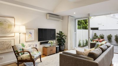 Photo for Beautiful Terrace House in Fabulous Albert Park
