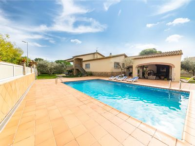 Photo for Nuria: Spacious villa with private pool and garden