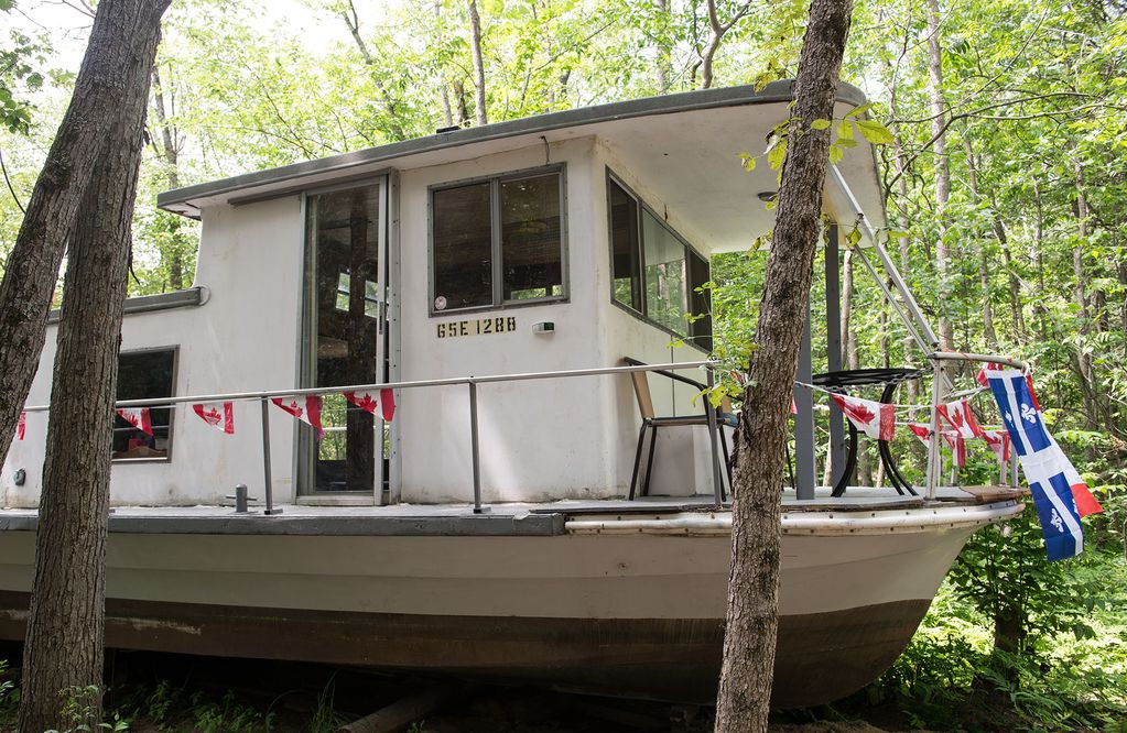 Cottage on the Ottawa River  Converted 48 ft Houseboat