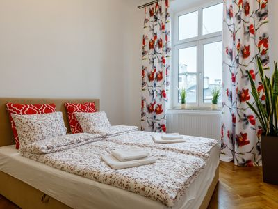 Photo for Art deco spacious one bedroom apartment - city view!