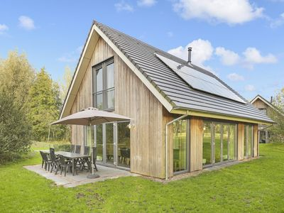 Photo for 8-person bungalow - Eco in the holiday park Landal Aelderholt - rural location