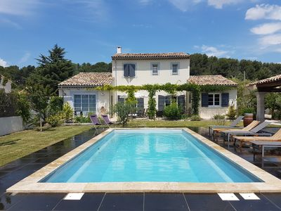 Photo for Luberon, VILLA 6 PEOPLE with HEATED POOL, POOL HOUSE 1. 2 km from Pertuis