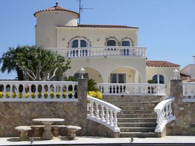 Photo for Luxury 4 Bedroom (3 en-suite) Villa, Within Walking Distance To All Amenitie