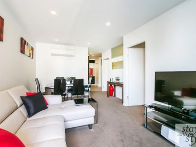 Photo for Melbourne Star - central city location - sleeps 5