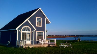 The BLUE cottage at The Shores