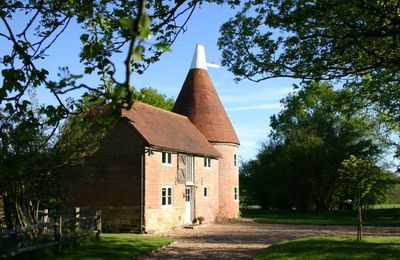 Photo for A beautiful detached oast housewithin easy reach of local amenities just outside of Ticehurst.