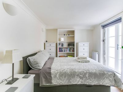 Photo for Modern and Cosy 1BR Home in London