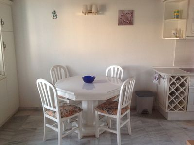 Indoor dining for 6 people + 1 highchair