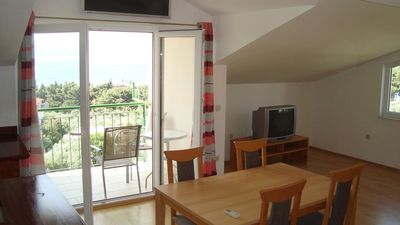 Photo for One bedroom apartment with balcony and sea view Gradac, Makarska (A-6819-a)