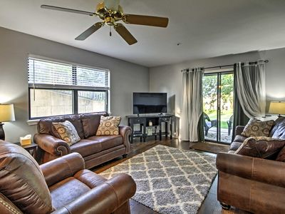 Photo for Cozy Pointe Royale Condo Mins to Table Rock Lake!