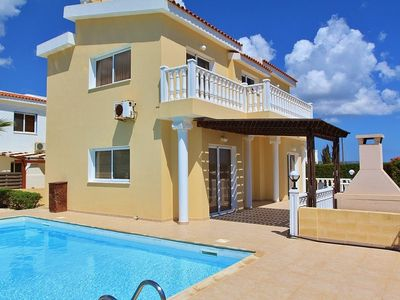Photo for 3 BDR Bayley Villa 200m from beach
