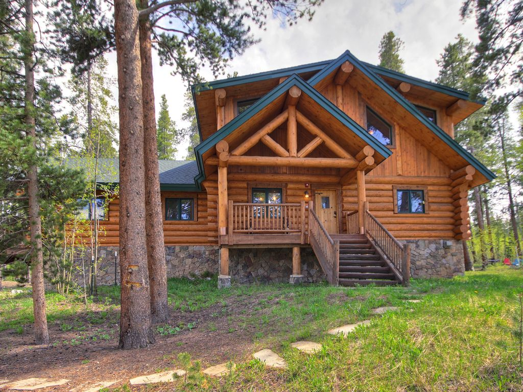 The Bear Cabin Luxury Colorado Log Rates And Close To Skiing