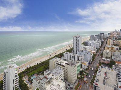 Photo for Fontainebleau Hotel 36th Fl 2 bedroom/3 bathroom