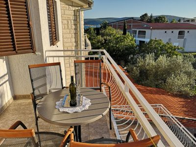 Photo for One bedroom apartment with terrace and sea view Seline (Paklenica)