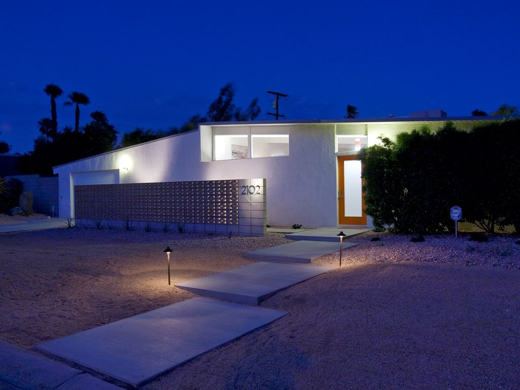 Modern Dream: 3  BR, 2  BA House in Palm Springs, Sleeps 6