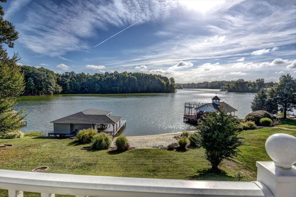 Fancy Free III, Beautiful Sunrise Views and Deep Water, Sandy beach, fire pit, and horseshoes by the water. 3 bedroom, 4.5 baths, Max Occupancy 16.