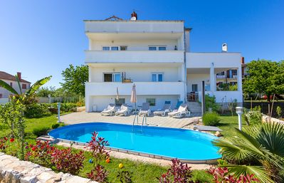 Photo for Apartment with pool, bedroom, bathroom, kitchen, air conditioning, pets allowed, balcony and barbecue
